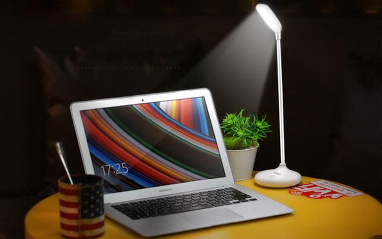 Đèn LED chống cận thị REMAX RT- E190 Chính hãng